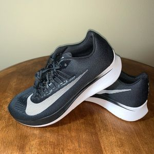WOMENS SIZE 12 NIKE ZOOM FLY SNEAKERS NEW